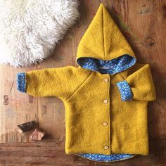 Kleine Schobbejak - Wij maken handgemaakte kinderkleding die aansluit op de belevingswereld van een kind en zijn geïnspireerd door de antroposofie. Kabouters bestaan nog! Baby Outfits, Toddler Boy Outfits, Toddler Boys, Kids Outfits, Stylish Baby Clothes, Stylish Kids, Baby Sewing Projects, Sewing For Kids, Pure Clothing