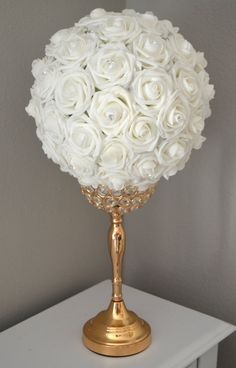 Bola de flor blanca con diamantes de imitación de por KimeeKouture