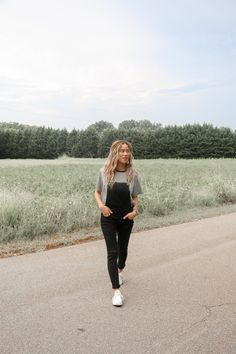 Are you looking for Women's Black Distressed Denim Overalls or Women's Overalls? Come find them at Shop Barbu. Black Overalls Outfit, Overalls Women, Hipster Outfits, Cute Outfits, Cute Camping Outfits, Grunge Outfits, Farmers Market Outfit, Farmer Outfit, Trekking Outfit