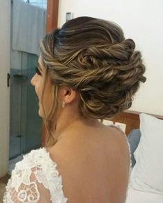 Penteado lindo para Thays casar! By Fran ❤ #makeup #beauty #glitter #maquiagem #maquiagemx #penteadosx #penteadodenoiva  #bridalinspiration #bridallook #brides #noivas #noivasdobrasil #noivas2017  #casarnapraia #wedding #weddingday #universodamaquiagem_oficial #cute #love #hudabeauty #auroramakeup #dressyourface #kryolan #instabeauty #ilovemakeup #mac #maccosmetics http://gelinshop.com/ipost/1524699138104875871/?code=BUo0cm0Fdtf