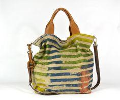 Jacono - Handmade canvas - leather bags - made in Parma – Italy – Art. 3715 shopper in tessuto rigenerato, due manici in pelle e cintura a tracolla. Dimensiono cm: Base 35, Altezza 38, Profondità 16.