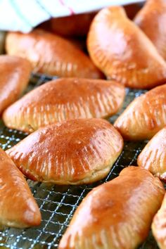 Lihapiirakat uunissa - Suklaapossu Salty Foods, Salty Snacks, Finnish Recipes, Snack Recipes, Cooking Recipes, Sweet And Salty, No Bake Cake, Hot Dog Buns, Brunch
