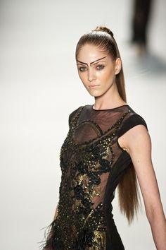 Haar uit het gezicht. #fashion #catwalk #runway