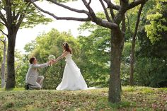 兵庫県姫路市周辺で結婚フォトのロケ撮影。森の中で洋装ロケーション。