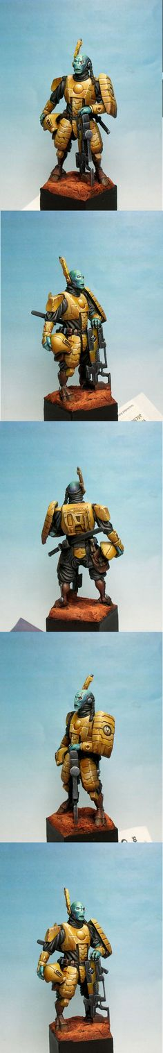 Tau Fire Warrior. Something about these 54mm models  that is so detailed.