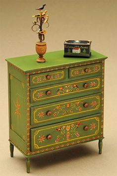 Mary Grady O'Brien Fine Miniature Painting :: Furniture and folk art accessories in one and two inch scale