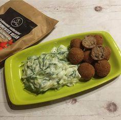 Sajtízű puffancs joghurtos ubival Paleo, Vegan, Chicken, Food, Essen, Beach Wrap, Meals, Vegans, Yemek