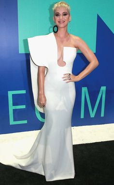 Best Dressed at the 2017 MTV Video Music Awards//Katy Perry. Gown by : Stephane Rolland