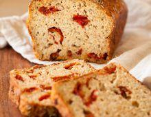 Pane ai pomodori secchi e olive Savory Scones, Savory Muffins, Quick Bread, How To Make Bread, Almond Recipes, Bread Recipes, Cake Legumes, Banana Walnut Bread, Cold Cake