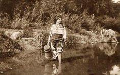 : Costum popular, fata cu putina intrand in apa III Claude Monet, Vintage Photographs, Historical Photos, Romania, Culture, Costumes, Couple Photos, Poster, Moldova
