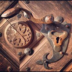 handle Door Handles, Instagram Posts, Photos, Home Decor, Door Knobs, Pictures, Decoration Home, Room Decor, Home Interior Design