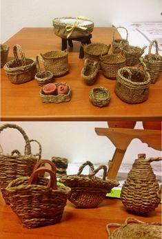 Miniature Kitchen, Miniature Crafts, Haunted Dollhouse, Dollhouse Miniatures, Skyrim Crafts, Corn Husk Crafts, Fairy Food, Homemade Christmas Decorations, Christmas Nativity Scene