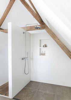 Douche à l'italienne avec des poutres / Bathroom