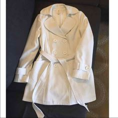 FLASH SALE Off white trench coat jacket In perfect condition! Was used maybe twice and dry cleaned. Dry cleaning tags are still attached! Measures about 36 inches long. Forever 21 Jackets & Coats Trench Coats