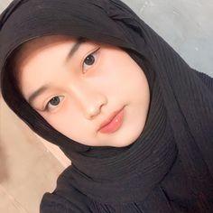 Muslim Girls Photos, Girl Photos, Hijab Chic, Foto Instagram, Beautiful Hijab, Muslim Women, Aesthetic Girl, Pretty Girls, Pose