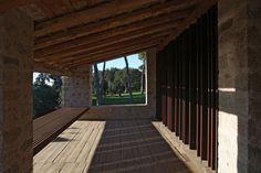 Elegancia y sobriedad de la piedra natural para la renovación de una masía tradicional catalana, Finalista de los Premios FAD 2014 | #piedranatural #arquitectura #design #interiorismo