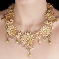 22k 7 Flowers Necklace by Tarun Tahiliani on LoveGold.com