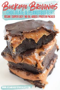 Super easy vegan buckeye brownies with no-added oils! This tasty recipe is super… Super easy vegan buckeye brownies with no-added oils! This tasty recipe is super simple and uses vegan boxed brownie mix to save time and black beans instead of eggs and o Vegan Dessert Recipes, Gourmet Recipes, Fennel Recipes, Buckeye Brownies, Vegan Party Food, Vegan Christmas, Vegan Treats, Calories, Vegan Recipes
