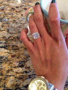 What a 2.5 carat round cut diamond looks like on a Gabriel