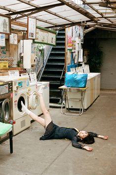 阿佐ヶ谷・voidで開催中の川島小鳥の新作写真展「20歳の頃」紹介ページ。