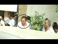 Dharmendra crying in his brother ajit deol's funeral