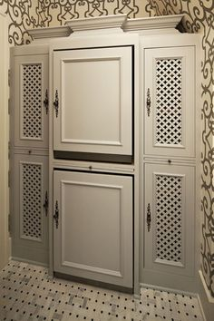 This isn't just an ordinary linen closet. Nope, there is an ASKO washer and dryer hiding in there! Very clever!