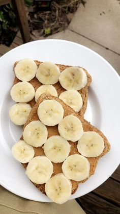 Honey Peanut Butter and Banana toast. Honey Peanut Butter and Banana toast. Think Food, Love Food, Peanut Butter Toast, Snacks Saludables, Breakfast Toast, Banana Breakfast, Food Goals, Food Is Fuel, Aesthetic Food