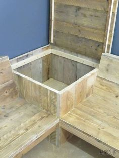 Corner bench from used Scaffolding wood with storage table - Garden Yard Ideas, Backyard Projects, Wood Projects, Woodworking Projects, Patio Ideas, Diy Outdoor Furniture, Pallet Furniture, Garden Furniture, Deck Seating