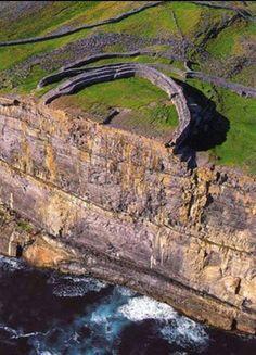 Dún Aonghasa, prehistoric fort (circa 1100 BCE) on the Aran Islands of County Galway, Ireland
