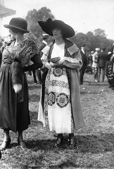 Mode Vintage, Vintage Ladies, Vintage Style, Vintage Outfits, Vintage Fashion, 1918 Fashion, Fashion History, Style Édouardien, Art Deco Clothing