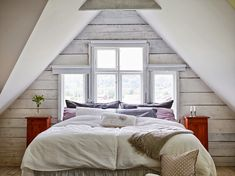 Art Symphony: Rustic Retreat in Sweden Master Bedroom Closet, Master Bedroom Design, Cosy Bed, Gravity Home, Scandinavian Home, Guest Bedrooms, House Rooms, Traditional House, Home Fashion