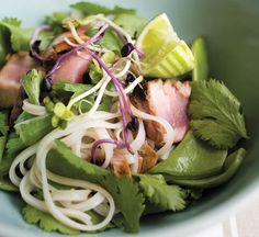 Honey-glazed tuna with noodles - Healthy Food Guide Healthy Noodle Recipes, Healthy Food, Honey Glaze, Honey Recipes, Tuna, Seafood, Healthy Lifestyle, Vegetarian, Nutrition