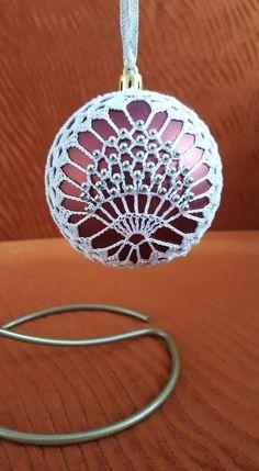 Easy Ornaments, Crochet Christmas Ornaments, Christmas Crochet Patterns, Crochet Snowflakes, Christmas Bells, Crochet Art, Thread Crochet, Crochet Gifts, Crochet Doilies