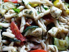 Verboten gut ⚠: Veganer - mediterraner Strozzapreti ~ Salat