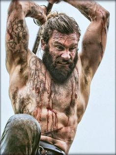 We are lucky enough to have some sources from the outsiders that described the Vikings. Thanks to them, we have a more vivid picture of the Vikings. Lagertha, Ragnar Lothbrok, Watch Vikings, Vikings Show, Vikings Tv, Viking Character, Character Poses, Viking Aesthetic, Viking Men