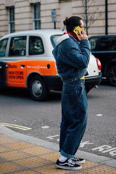 Street style at London Fashion Week Men's Fall/Winter London Fashion Week 2018, La Fashion Week, Latest Mens Fashion, Trendy Fashion, Mens Fall, Mens Winter, Fall Winter, Style Brut, Moda Do Momento