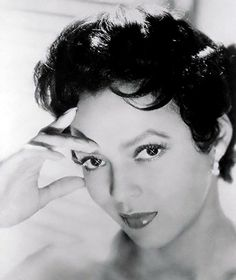 A atriz e performer Dorothy Dandridge, meados dos anos Dorothy Dandridge, Divas, Vintage Black Glamour, Vintage Beauty, Vintage Hair, Lauren Bacall, Old Hollywood Glamour, Vintage Hollywood, Classic Hollywood