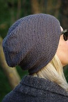 30 Proper Women Headgears for Your Outdoor Activities in Autumn Slouch Hat Knit Pattern, Beanie Knitting Patterns Free, Easy Knit Hat, Knit Beanie, Knitting Yarn, Knit Patterns, Knitted Hats, Circular Knitting Patterns, Slouchy Beanie Hats