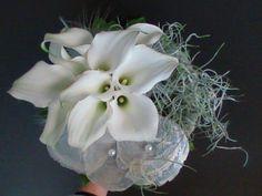 bruidsboeket - witte calla's en parelmoer - flowered by falenopsis boechout