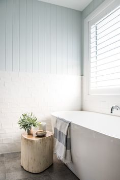 From Brick Box to Timeless Beach House - Einrichtungsstil Beach House Bathroom, Beach Bathrooms, Laundry In Bathroom, Beach House Decor, Bathroom Tubs, Boho Bathroom, Bathroom Ideas, Bathroom Styling, Bathroom Interior Design