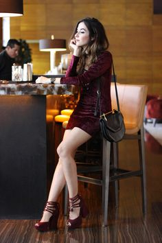 Velvet dress in burgundy with lace up detail from Inspireland, high heels an black bag. Pictures taken at Mandarin Oriental bar in Miami.