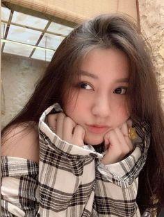 Korean Girl Photo, Cute Korean Girl, Asian Girl, Mode Ulzzang, Ulzzang Korean Girl, Cool Girl Pictures, Girl Photos, Cute Japanese Women, Beautiful Girl Makeup