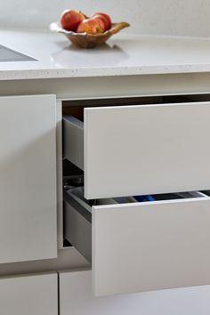 Danish Kitchen, German Kitchen, Handleless Kitchen, European Kitchens, Top Freezer Refrigerator, Kitchen Lighting, Kitchen Furniture, Kitchen Storage, Cool Places To Visit