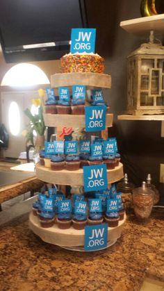 Jw.org  cupcakes Pioneer School Gifts, Pioneer Gifts, Cupcakes, Cupcake Cakes, Caleb Y Sofia, Family Worship Night, Bible Cake, Jw Bible, Jw Pioneer