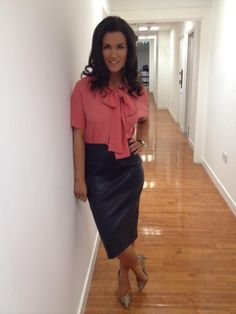 Sometimes you just have to go to work. And we should look our best there too! Sexy Older Women, Sexy Women, Susannah Reid, Tv Girls, Beautiful Blouses, Beautiful Women, Bow Blouse, Voluptuous Women, Office Looks