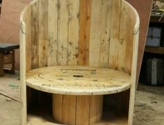 Repurposed Wire Spool Ideas - Wooden cable spool and pallet wood chair