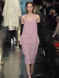Das rosa Midi-Kleid
