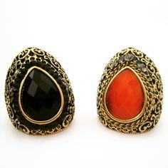 Anel estilo Boho na cor ouro velho com chatons preto ou coral. <br>Tamanho ajustavel no fio de silicone. <br> <br>Tamanho da base: 3,5 x 2,8cm