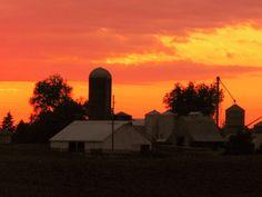 Williamsburg, Iowa  Barn at sunset