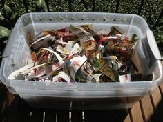 The Apartment Compost Bin - Small Notebook Composting Toilet, Worm Composting, Homemade Compost Bin, How To Start Composting, Faire Son Compost, Food Safety Tips, Garden Compost, Ppr, Eating Organic